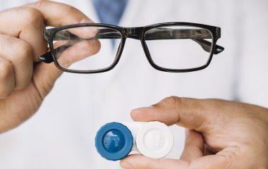 Óculos de grau ou lente de contato: o que escolher?