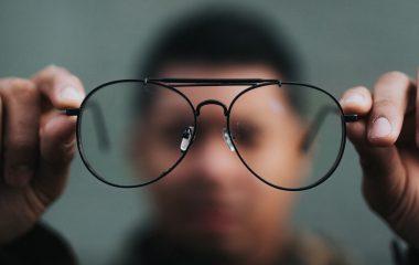 Como saber se preciso usar óculos: 6 sinais de alerta!